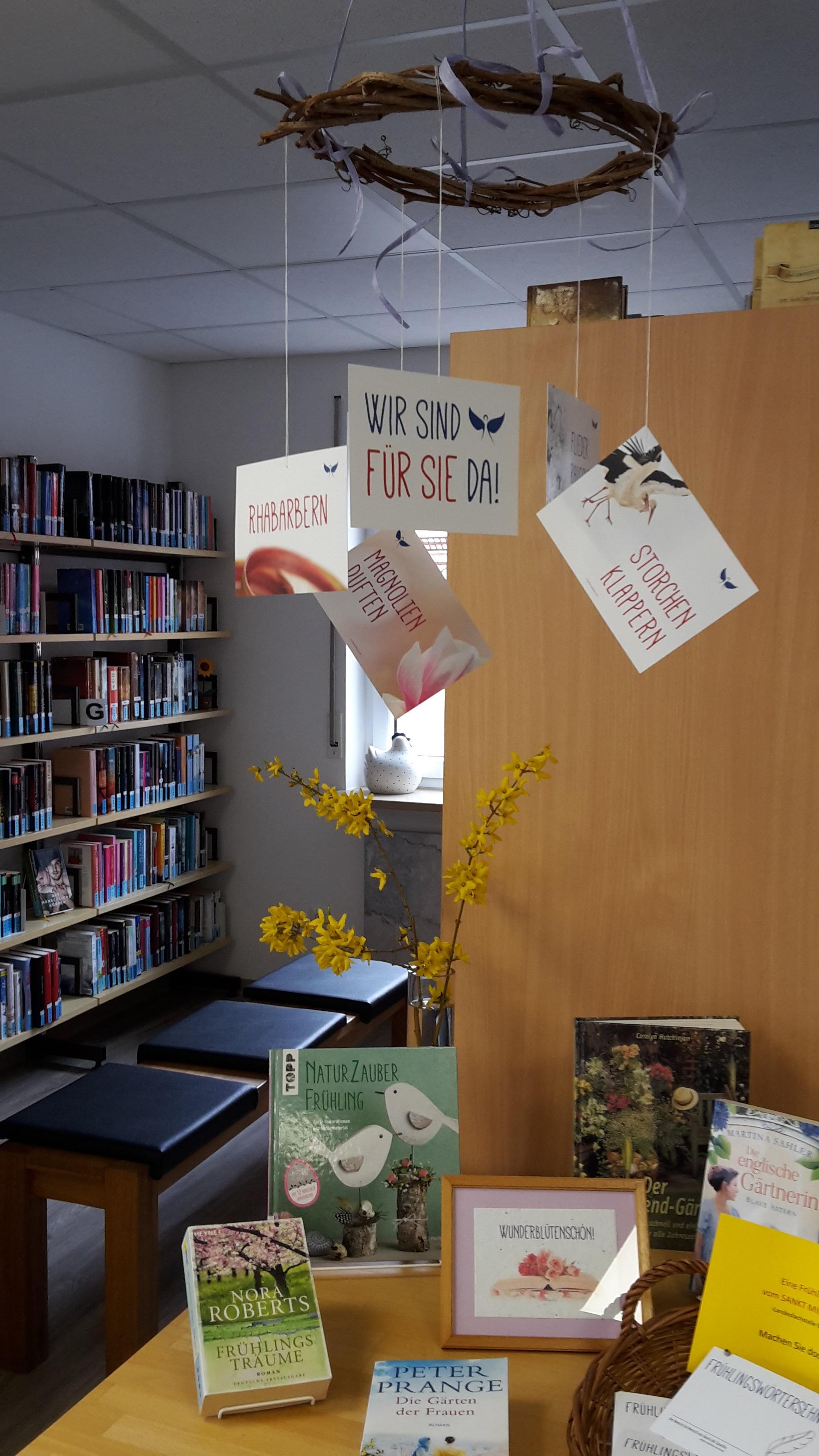 Collage in der Bücherei Weilbach